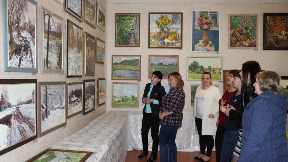 В Ольховатке открылась выставка воронежского художника Константина Финакова