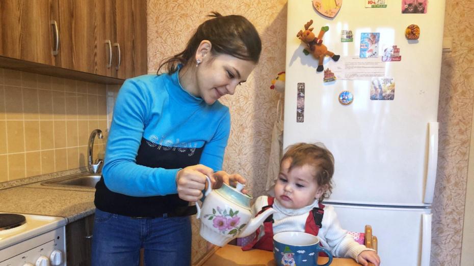 Люди добрые. Воронежцы обустроили квартиру сироте с ребенком за 3 недели