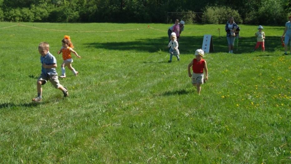 В Верхнемамонском районе соревновались в скорости трехлетние малыши