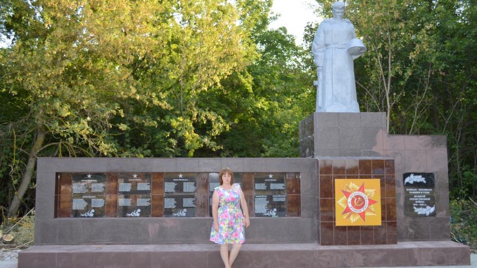 В терновском селе Поповка активисты отремонтировали памятник погибшим в ВОВ землякам