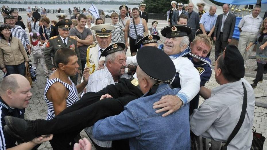 Губернатор и спикер облдумы поздравили воронежцев с Днем ВМФ