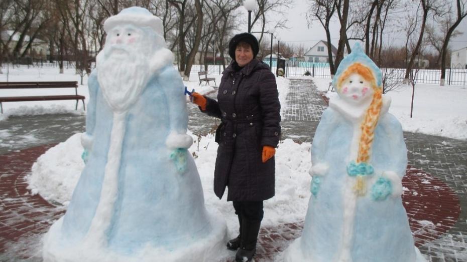 Дед мороз и снегурочка из снега на новый год