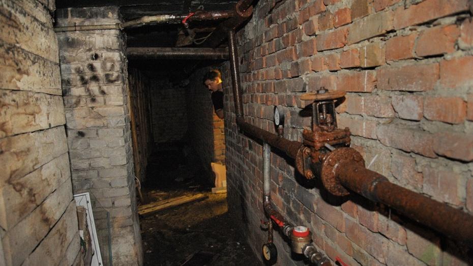 «Наши заявки игнорируются». Подвал дома в Воронеже 4 дня затапливали канализационные стоки