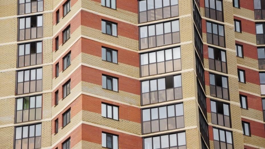 В квартире выпавшей из 17-этажного дома воронежской девушки нашли тело 32-летнего мужчины