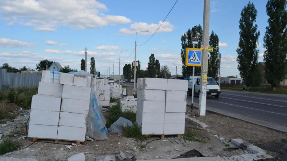В селе Семилуки предприниматель вместо киоска начал строить магазин