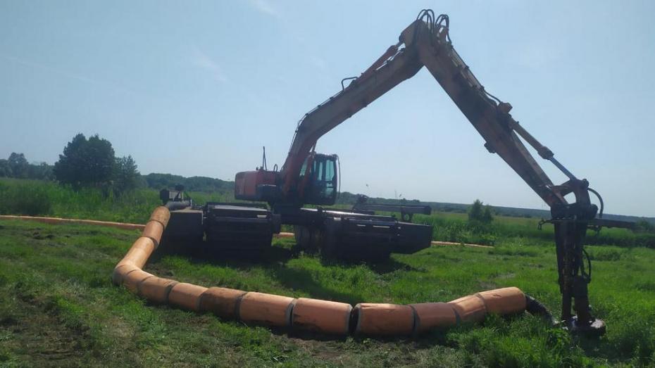 Расчистку поймы и русла реки Икорец начали в Бобровском районе