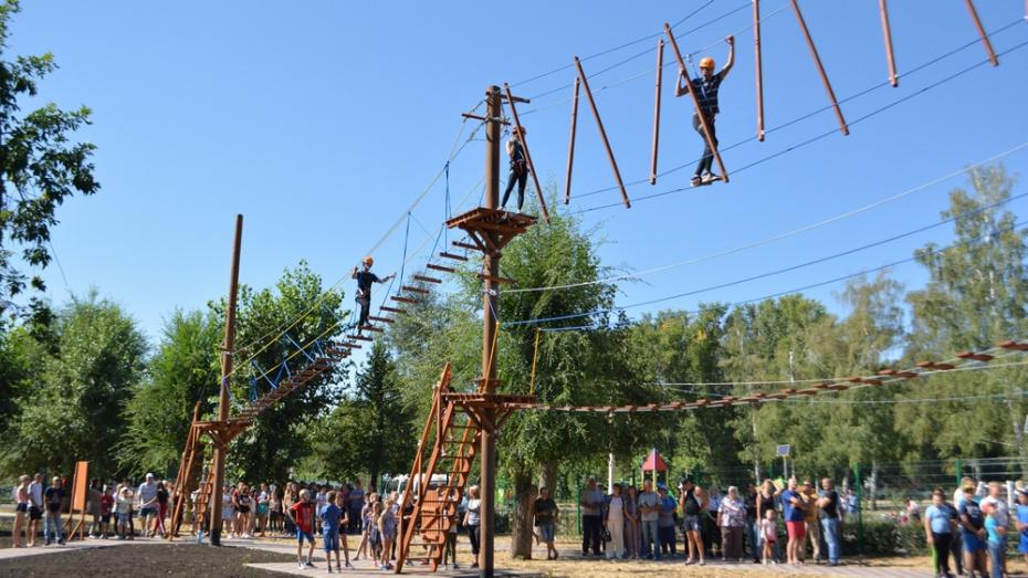 В Калаче открыли Сад здоровья и веревочный городок «Спортивный»