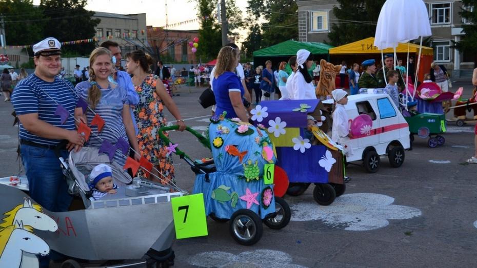 В Грибановке прошел парад колясок