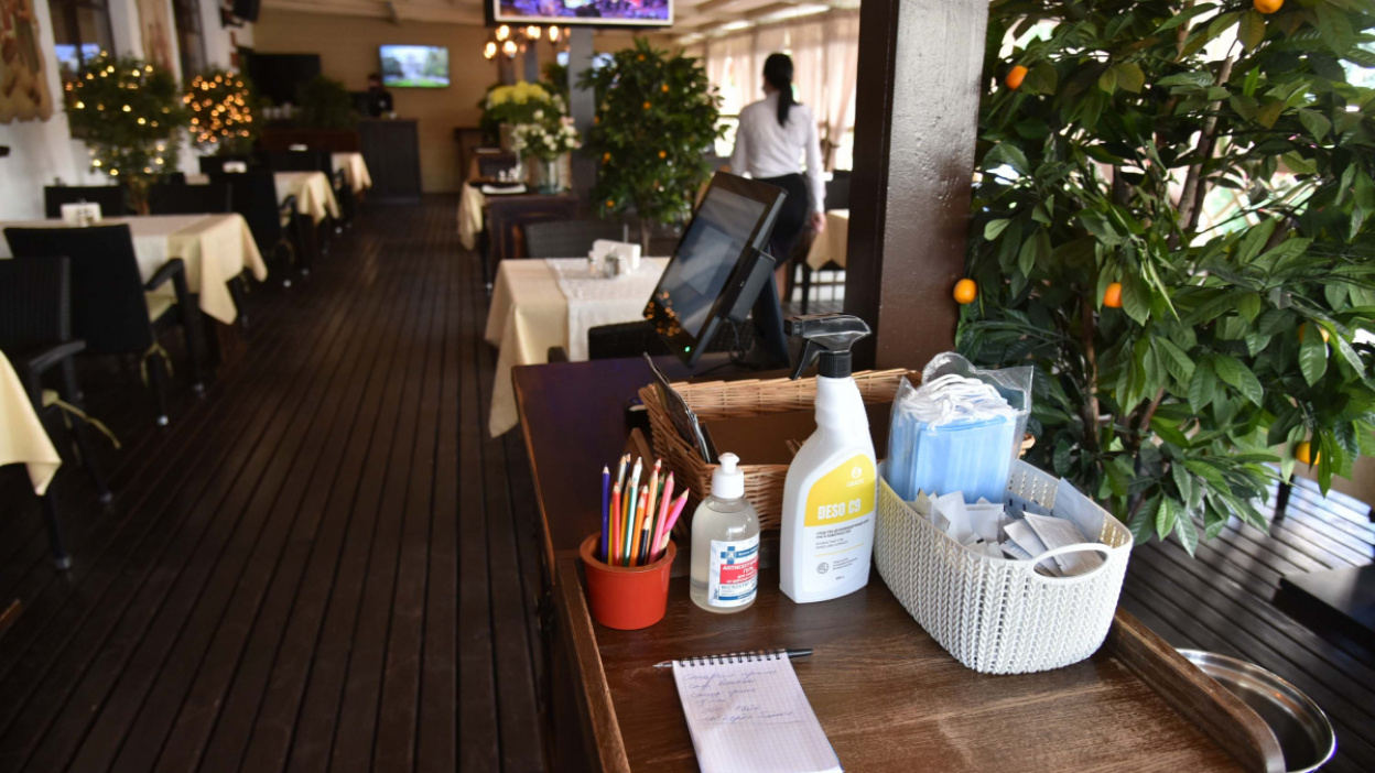 «Антикризисное» меню и официанты в масках. Как кафе и рестораны встретили воронежцев