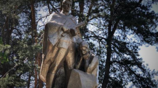 Проект РИА «Воронеж». Где этот памятник? Солдат и скорбящая мать в Подгорном