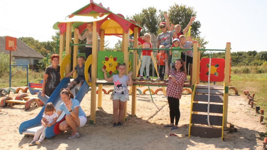 В хохольском поселке Орловка активисты обустроили зону отдыха для детей