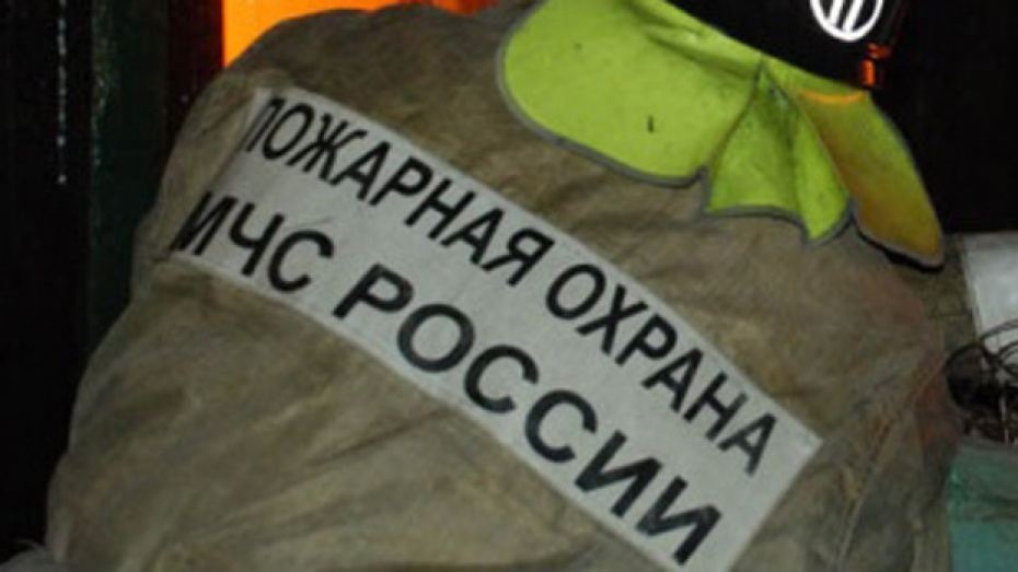 В результате пожара на заводе в Семилукском районе пострадал рабочий