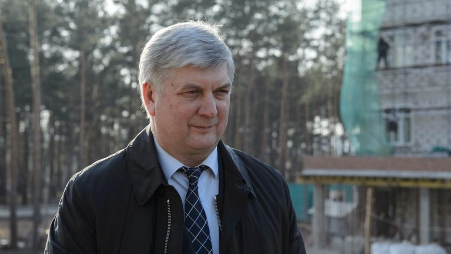 Воронежский губернатор пригрозил фирмам, которые отправят работников в б/с с 30 марта