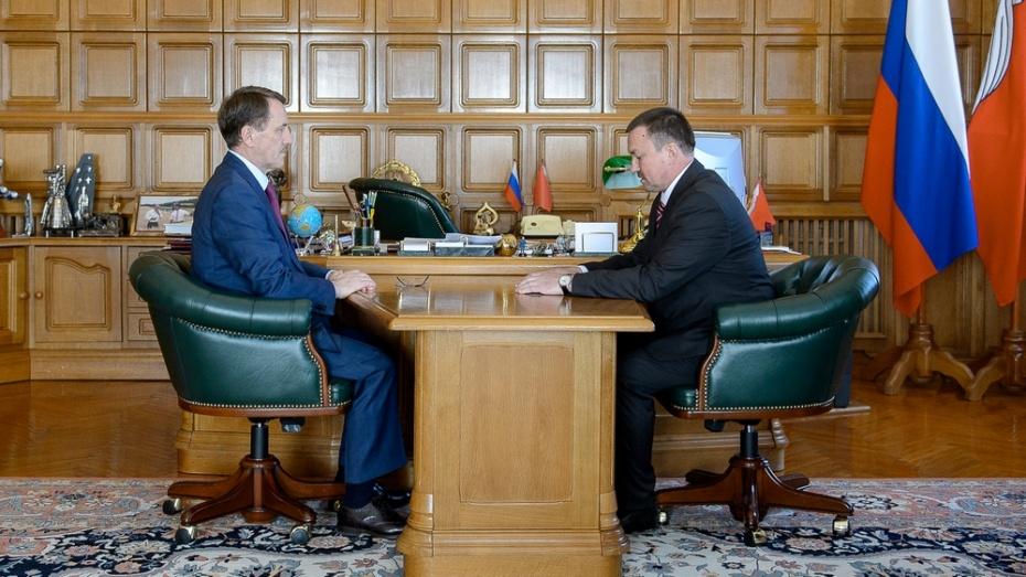 Глава администрации Бутурлиновского района попал в число лучших управленцев России