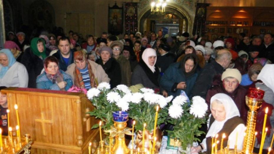 В Павловске поклонились святым мощам