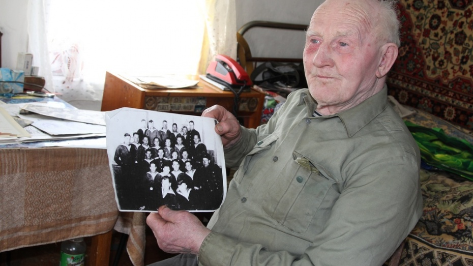 92-летний житель новохоперского поселка собрал коллекцию из 246 индийских фильмов