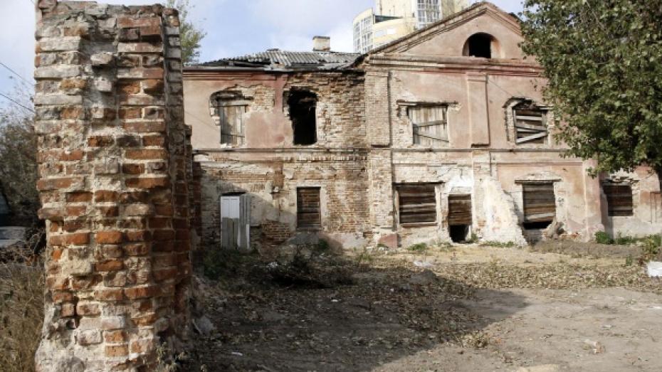 Мэрия объяснила отсутствие ремонта в самом старом здании Воронежа