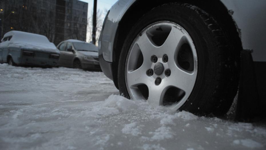 Воронежских водителей предупредили о скользких дорогах из-за перепада температур