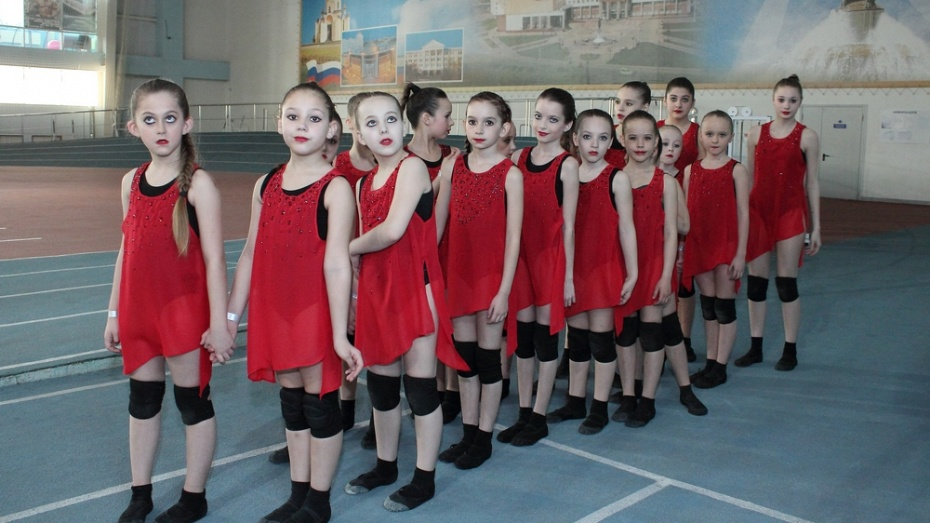 Хохольские акробаты заняли 3 место на межрегиональном фестивале «Сиреневый май»