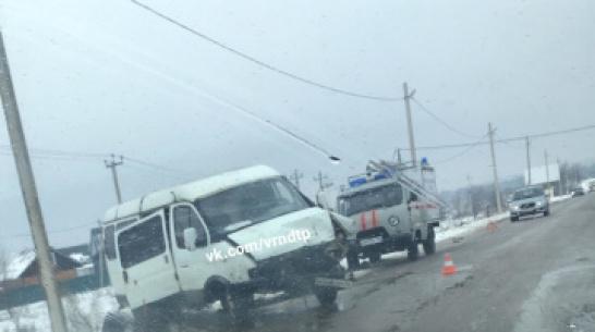В Воронежской области 33-летняя водитель Porsche Cayenne пострадала в ДТП с «Газелью»
