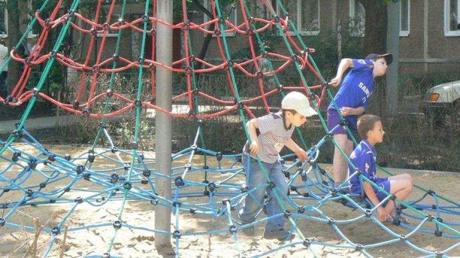 Прокуратура требует убрать опасные игровые конструкции с детской площадки