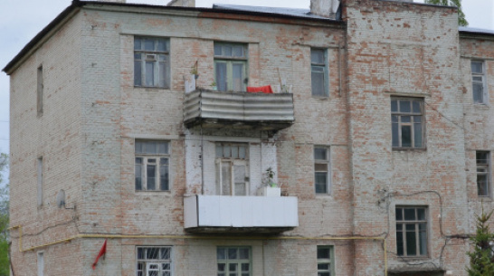 Под Воронежем в аварийном доме вновь обрушилась часть стены