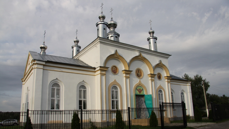 В поселке Ясенки Бобровского района освятили храм Успения Пресвятой Богородицы