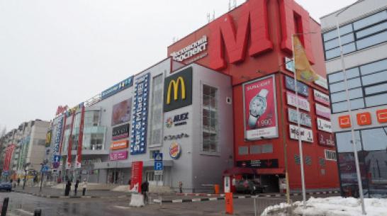 Сообщники украли сейф в торговом центре в Воронеже 1 января
