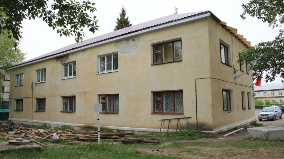 В Петропавловке на здании отдела по образованию и молодежной политике заменили кровлю