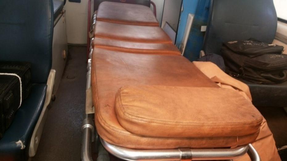В Воронежской области иномарка врезалась в 2 фуры: водитель в больнице