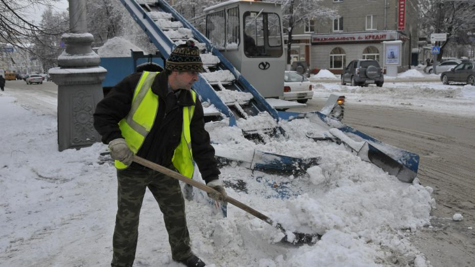 В Воронеже в 2 раза возрастет число уборщиков снега на тротуарах