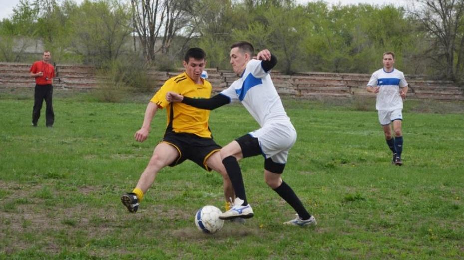 Калачеевские футболисты обыграли бутурлиновцев на областном турнире памяти Ивана Просяного
