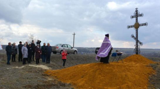 На въезде в воробьевское село Никольское-2 установили поклонный крест