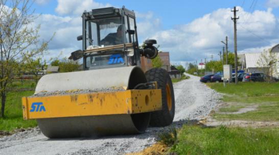 В таловском поселке Покровский на отсыпку дороги щебнем потратили более 1,5 млн рублей
