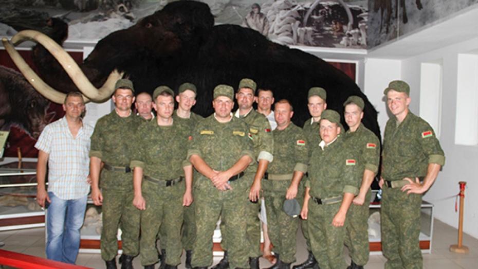 Под Воронежем военные автомобилисты увидели кости мамонта