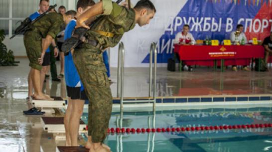 Воронежские солдаты заняли первое место на чемпионате по военно-прикладному плаванию