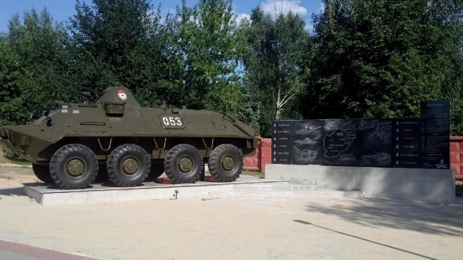 В Новой Усмани у мемориального комплекса установили БТР-60