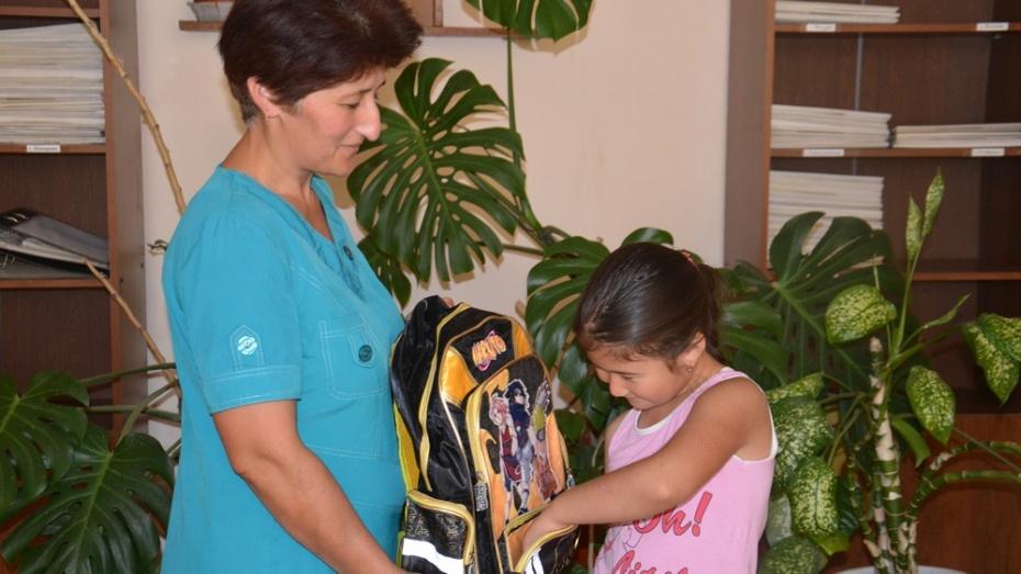 В Поворинском районе 38 детей получили школьные портфели с канцтоварами
