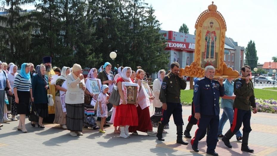 В Новохоперске в день памяти святых Царственных страстотерпцев был прошел  крестный ход