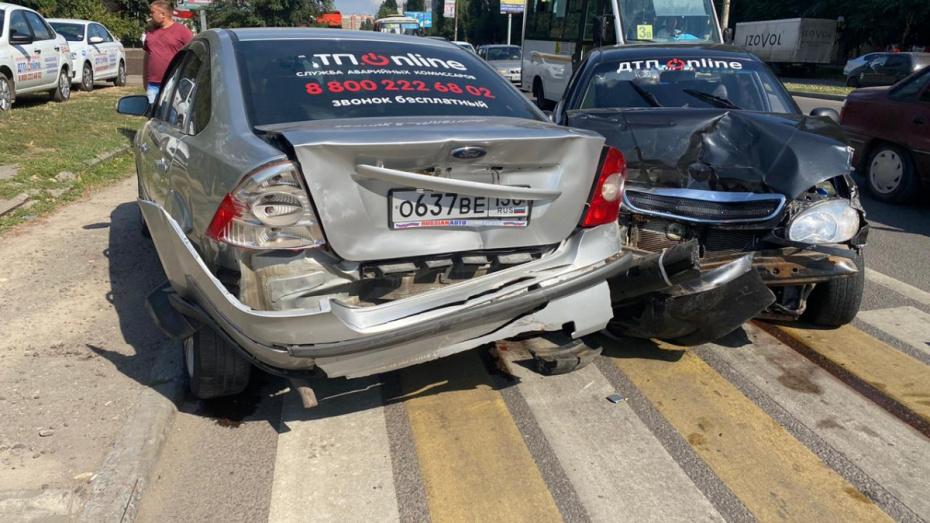 В Воронеже столкнулись 2 машины аварийных комиссаров