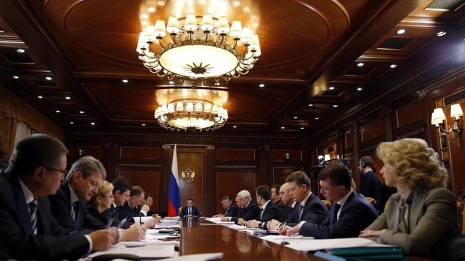 Дмитрий Медведев назвал исполнение соцобязательств приоритетом антикризисного плана
