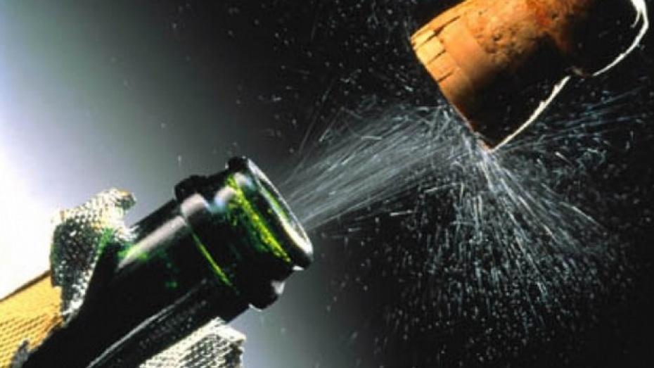 В Каменском районе жителям продавали просроченное «Детское шампанское»