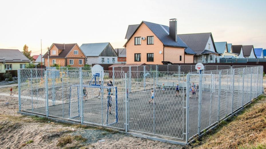 В Лисках в удаленном микрорайоне построили спортивную площадку