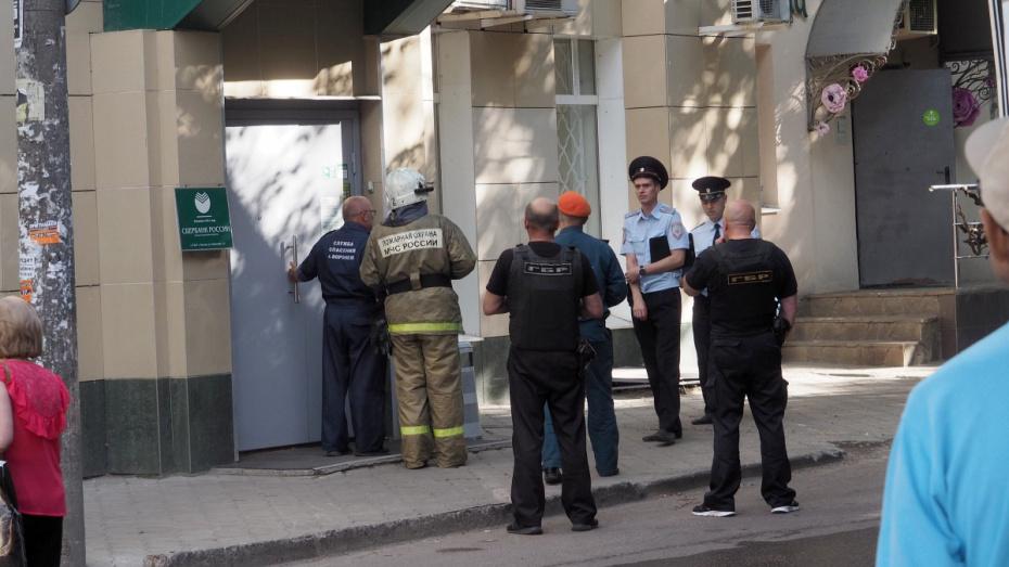 В Воронеже из-за подозрительного предмета эвакуировали сотрудников и посетителей банка