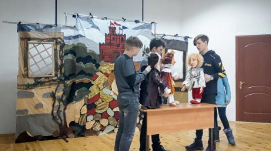 Лискинцев пригласили на премьеру кукольного спектакля «Чудесная яблоня»