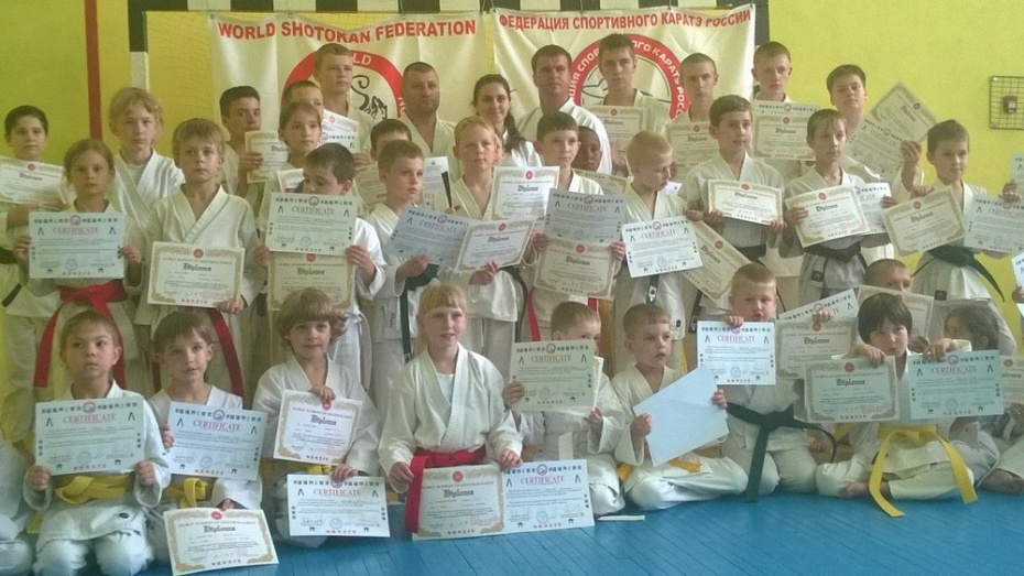 42 хохольских школьника-каратиста прошли аттестацию
