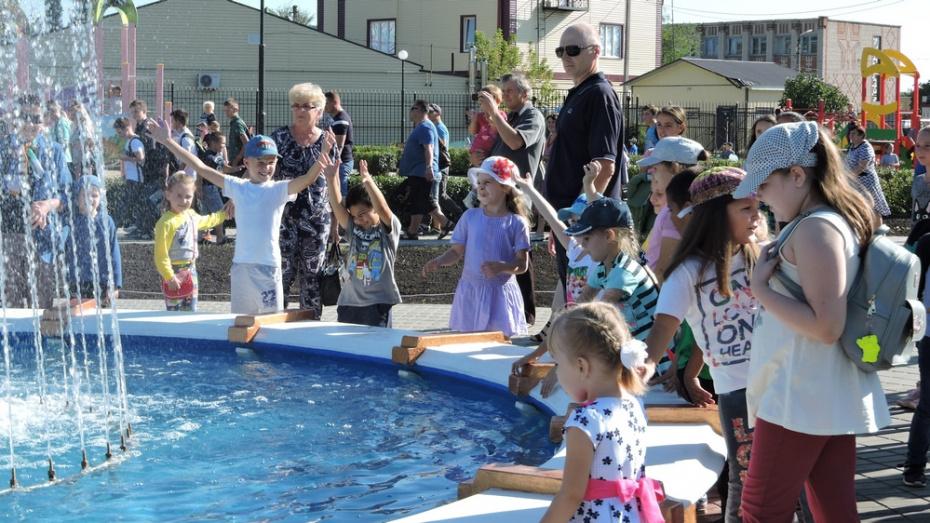 В Кантемировке благоустроили детский парк «Светлячок» с фонтаном
