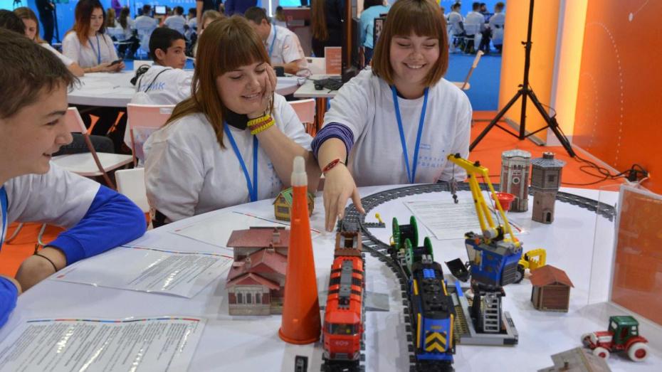 Воронежские школьники на фестивале попробовали себя в профессиях будущего