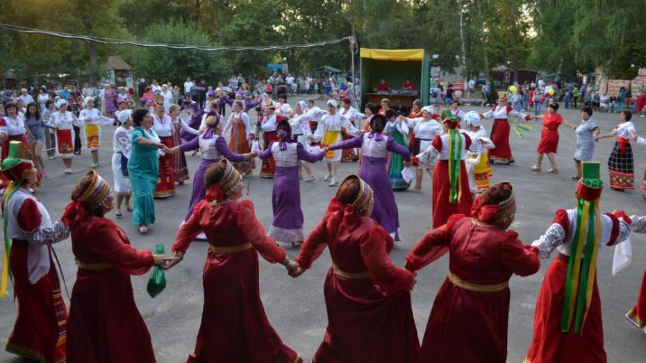 В Ольховатском районе впервые проведут фестиваль семейного творчества «Ромашковый рай»