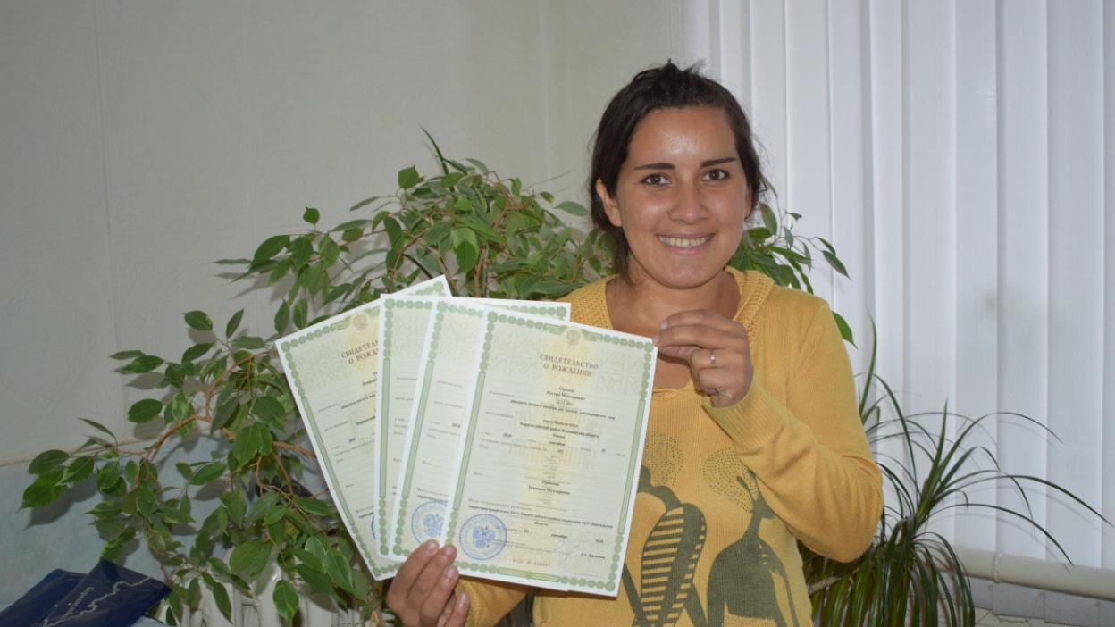 Спустя 10 лет. Живущая в воронежском селе мать 4 детей получила первый документ в России